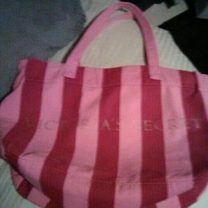 Victoria's Secret Bags - Big Victoria secret tote bag/overnite